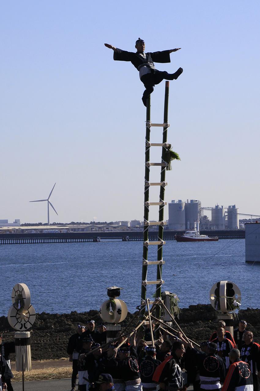 ④:新春梯子乗り 多和 裕二 撮影場所:東京都江東区 若洲海浜公園