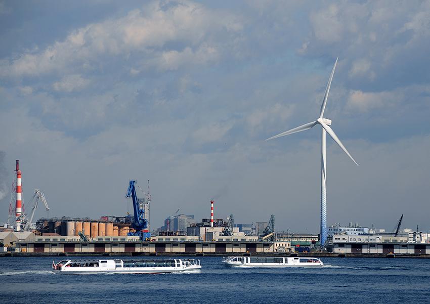 ⑤:港の中の風車 田中 和夫 撮影場所:神奈川県横浜市 横浜港