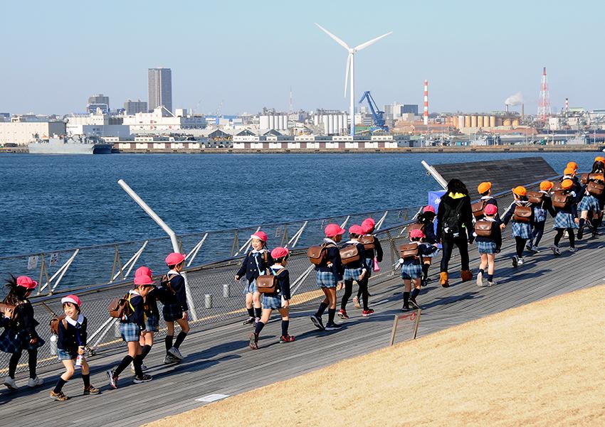 ⑦:港の風車