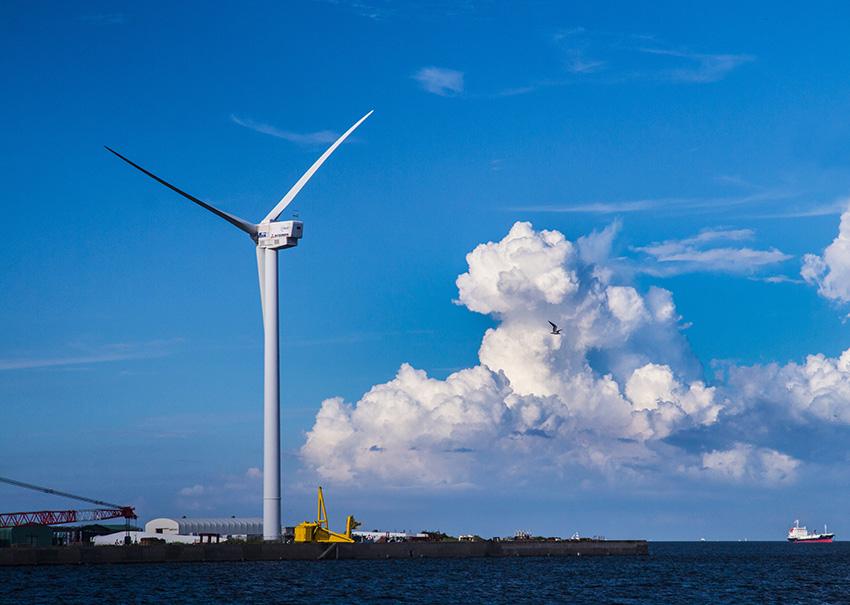 ⑨:風車とカモメ 松山 進 撮影場所:神奈川県横浜市