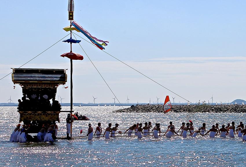 ⑩:海の祭りの向こうに 玉置 良宗 撮影場所:愛知県蒲郡市三谷温泉前海岸