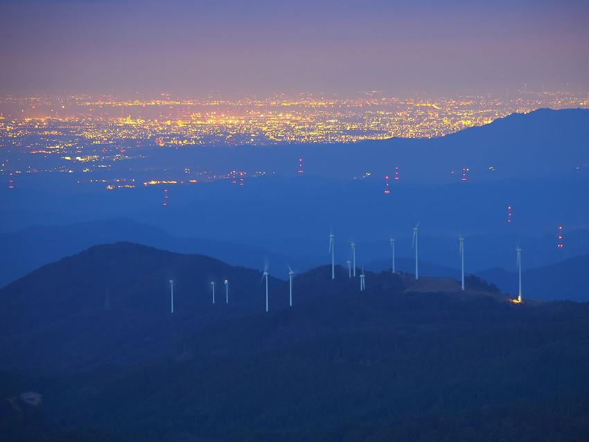 ⑫:トワイライト  風の森 荻山 清和 撮影場所:長野県平谷村高嶺山